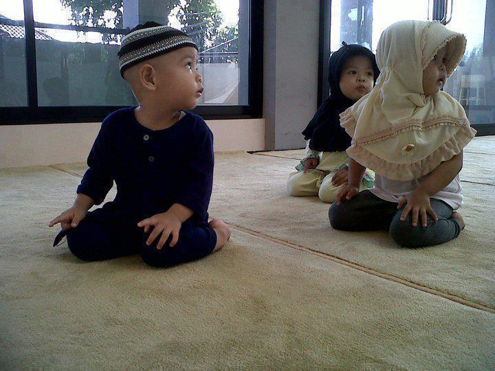 mengajarkan nilai agama pada anak