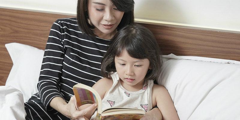 Membacakan-Dongeng-Untuk-Anak